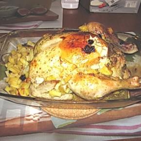 Курица с яблоками, черносливом и картофелем, запечёная в рукаве